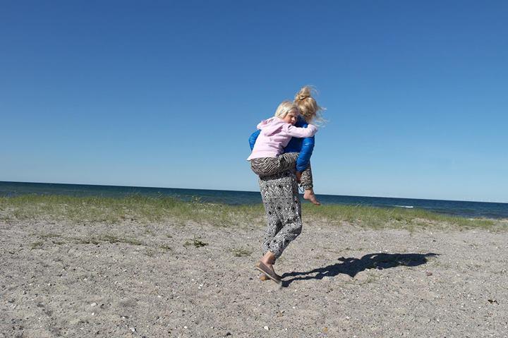 michaela på stranden
